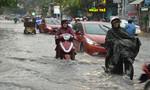 Đường phố TP.HCM lại ngập nặng trong mưa
