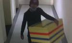 Nam sinh lớp 9 rủ bạn đi dạo rồi giết, bỏ thùng xốp để cướp điện thoại