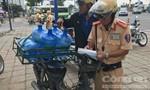 Đội CSGT Cát Lái ra quân xử lý xe máy cũ nát