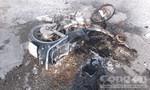 Xe mô tô cháy trơ khung sau khi tông vào xe tải
