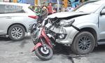 Ô tô tông vỡ bụng người đàn ông đi xe máy ở Sài Gòn