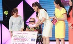 Cát Phượng tặng tiền cho người mẹ mù lòa ngồi xe lăn thi hát cho con gái
