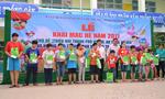 Trao quà cho trẻ em nghèo nhân ngày Quốc tế thiếu nhi
