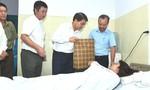 Chủ tịch Hà Nội thăm nữ công nhân bị người bán nước mía hành hung
