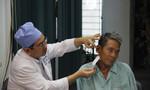 Ngoáy tai bằng tăm nhang để giải quyết cơn ngứa, cụ ông 73 tuổi nhập viện