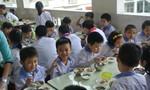 Phụ huynh hài lòng với dự án 'Bữa ăn học đường'