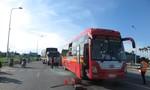 Quảng Ngãi: Tranh giành qua trạm thu phí, 2 ô tô húc nhau