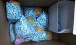 Bắt nhóm tội phạm giấu 5000 viên ma túy vào quả thanh long, bánh pía và áo ngực