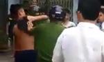 Ba thanh niên 'hổ báo' không đội mũ bảo hiểm kẹp cổ, đánh công an