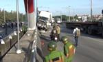 Đi xe đạp ở làn ô tô, 2 người bị container tông thương vong
