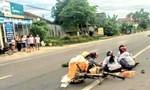 Người phụ nữ chết thảm sau cú tông của ô tô