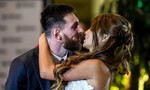 Messi hôn vợ say đắm trong hôn lễ lớn nhất Argentina
