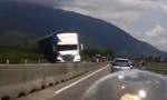 Xử lý nghiêm tài xế ô tô chạy ngược chiều khiến container lật nhào