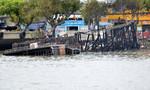 TP.HCM: Tàu gỗ đậu trên Kênh Tẻ cháy rụi lúc rạng sáng