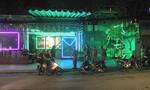 Hai nhóm thanh niên hỗn chiến trên đường phố trong đêm