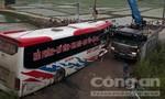 Xe khách mất lái làm 14 người thương vong