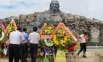 Người dân đến tham quan hình ảnh, hiện vật về các Mẹ Việt Nam anh hùng