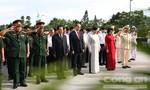 Lãnh đạo TP.HCM dâng hương, tưởng niệm các anh hùng liệt sĩ