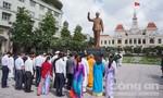 Lãnh đạo TP.HCM dâng hương, dâng hoa Chủ tịch Hồ Chí Minh và Chủ tịch Tôn Đức Thắng