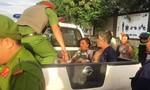 'Cẩu tặc' tại Đồng Nai bị truy đuổi, đốt xe máy bên đường