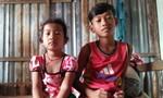 Xót xa bé trai 12 tuổi bắt cua nuôi cha, chăm em gái nhỏ học mầm non
