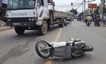 TP.HCM: Xe tải cẩu tông 2 ô tô, 4 xe máy ở cầu Phú Long