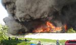 Hơn 100 lính cứu hoả đang dập lửa tại công ty nhựa