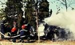 Chiếc Mazda bốc cháy dữ dội khi đỗ bên đường