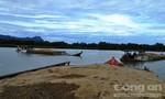 Tuần tra, kiểm tra xử lý các tàu chở cát quá tải trên sông