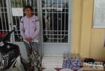 Bắt quả tang 1 phụ nữ vận chuyển hàng trăm bao thuốc lá lậu