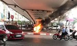 Thanh niên đốt xe máy khi bị CSGT bắt lỗi