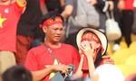 Chùm ảnh: CĐV bật khóc sau khi tuyển bóng đá nam bị loại khỏi SEA Games