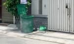 Thương tâm bé gái sơ sinh bỏ trong thùng rác trên đường