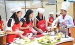 Nhà báo hào hứng với Ajinomoto Cooking Studio