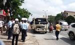 Xe chở xăng va chạm xe tải, người dân hoảng hốt bỏ chạy