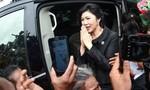 Bà Yingluck bỏ điện thoại và xe trước khi chạy trốn