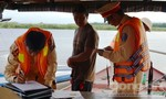 Xử phạt gần chục tàu chở cát quá tải trên sông Thu Bồn
