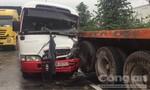 Va chạm liên hoàn, tài xế bị gãy chân