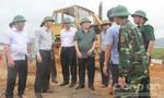 Phó Thủ tướng Trịnh Đình Dũng kiểm tra tình hình chống bão số 10 tại Hà Tĩnh