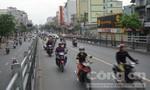 Cầu vượt Hoàng Hoa Thám thành đường 1 chiều trong giờ cao điểm