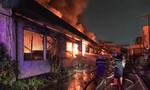 Cảnh sát PCCC TP.HCM đang dập lửa tại Công ty dệt may Thành Công