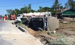 Xe bồn chở 46.000 lít dung môi lật trên đường tránh Huế