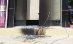 Nghi mâu thuẫn trong làm ăn, nhà 2 tầng bị ném bong xăng