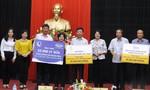 Vinamilk cùng hơn 110 ngàn ly sữa cứu trợ trẻ em tại vùng lũ Quảng Bình và Hà Tĩnh