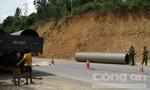 Đứt dây cẩu, ống áp suất 2 tấn đè chết công nhân