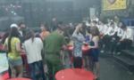 Đột kích quán bar lúc 0 giờ ngày đầu năm, dân chơi náo loạn bỏ chạy