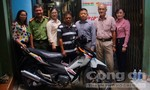 Tặng xe máy cho gia đình nghèo quận 1