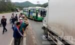 Ô tô tải đâm trực diện xe buýt, hàng chục hành khách hoảng loạn