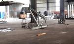 Khung sắt nặng hàng tấn đè một công nhân chết thảm