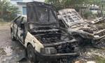 Đốt rác gây cháy lan, thiêu rụi 2 ô tô